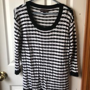 Black/white 3/4 sleeve knit top